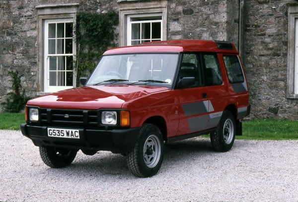 With headlamps from Freight Rover and tail lamps donated from the Maestro commercial, the first Discovery was a perfect example of making the best from existing technology within the Rover Group - It was... and still is - number one in its class!