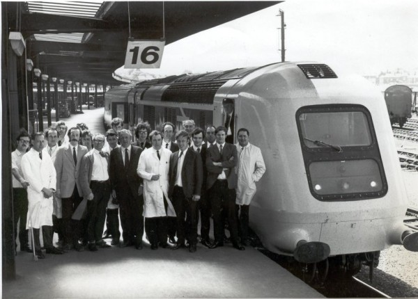 The Derby boffins pose here at York in 1973 to commemorate to completion of high speed endurance testing on the East Coast Mainline. During these trails the world speed diesel traction speed record was broken at over 143mph