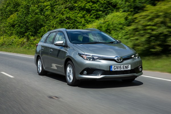 2015-Auris-Touring-Sports-exterior-dynamic-4