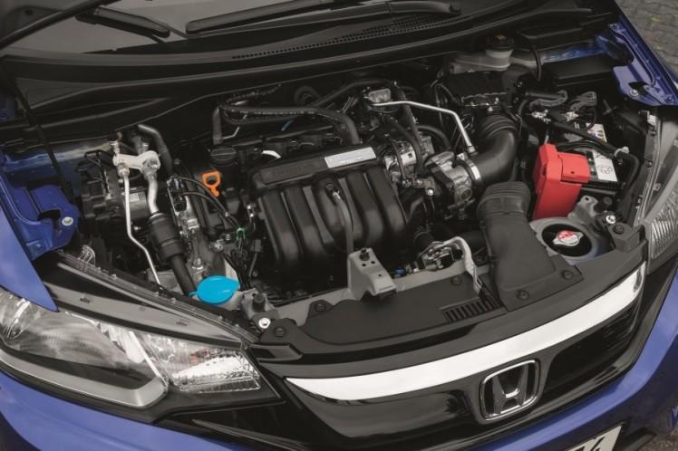 2015-honda-jazz-engine-for-europe-900x600